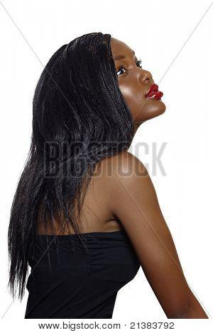 Retrato de la bella joven sudafricana con el cabello suelto de pelo largo y labios pintados de rojos brillante estereo