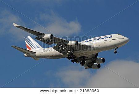 Air France Jumbo Jet Landing