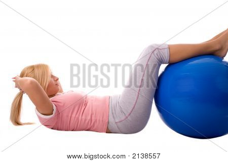 Fitness Mädchen Ausübung von Pilates Ball over white background