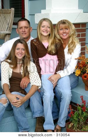 schöne Familie zusammen