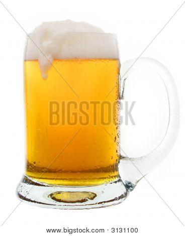 Lecker kaltes Bier In einer Tasse