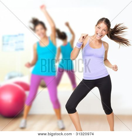 Clase de estudio de baile fitness