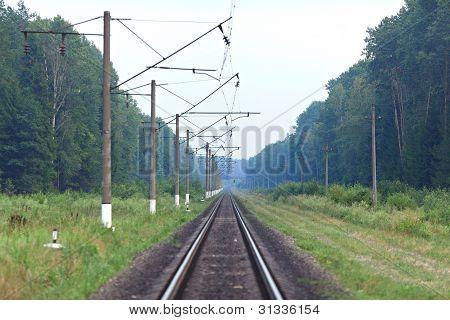 Pista de tren va a la distancia