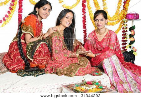Traditionelle indische Damen Farben Indiens zu feiern.