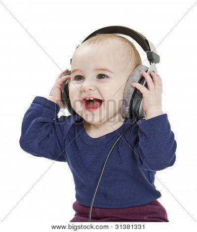 Criança com telefones da orelha-ouvir música