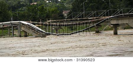 Brücke durch eine Flut zerstört
