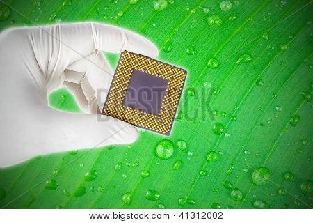 Hand mit eine CPU