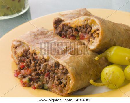 Chimichanga con chiles en vinagre y Guacamole