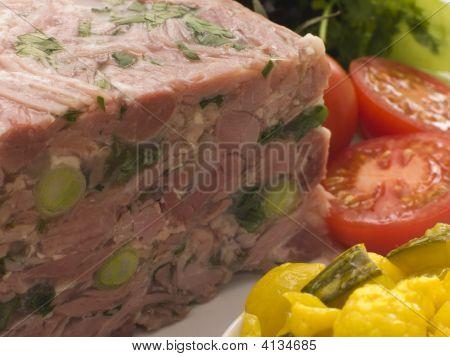 gelierter Gammon und Lauch-Terrine mit piccalilli