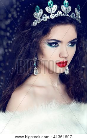 Queen. Winter Girl In Luxury Fur Coat