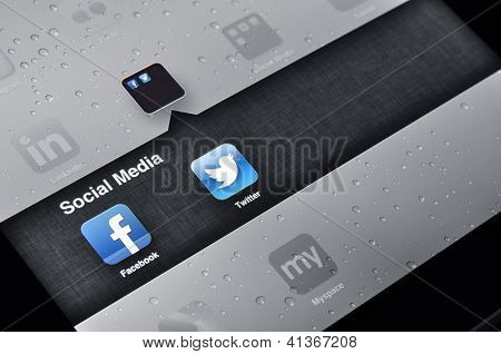 Facebook And Twitter Applications