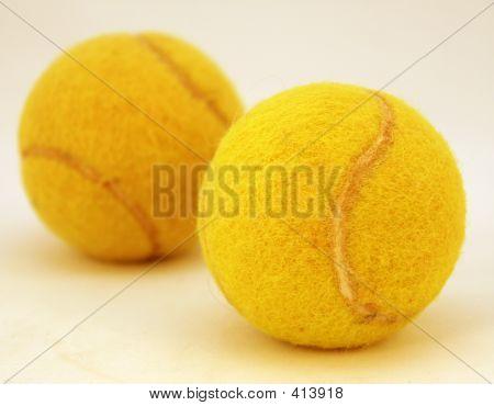 Dos pelotas de tenis