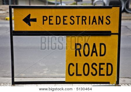 Road Closed Traffic Control Sign