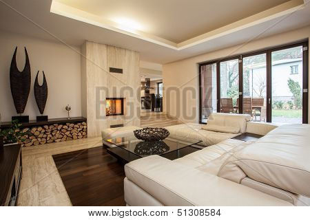 Travertine House: Living Room