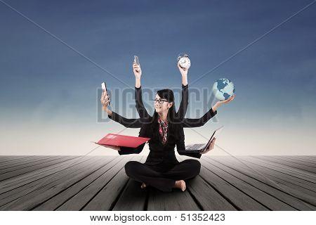 Multi tasking businesswoman