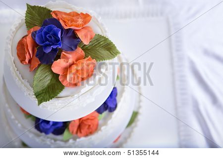 Two Colored Roses Wedding Cake