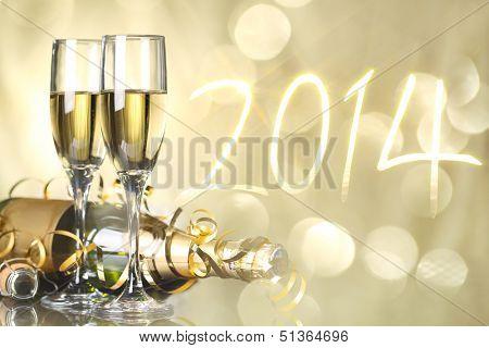 Gafas con champaña contra fuegos artificiales, nuevo year2014