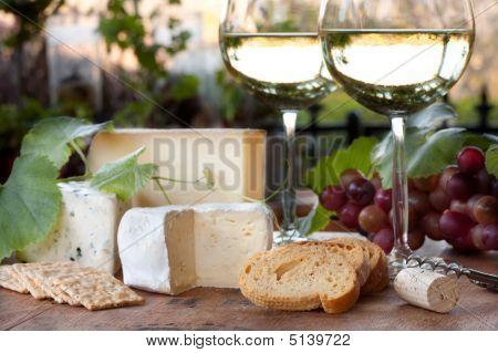 Wein und Käseprobe