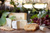 Постер, плакат: Вино и дегустация сыра