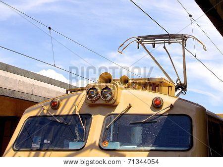 Overhead line of railway tracks and pantograph