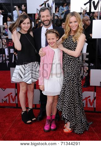LOS ANGELES - APR 13:  Leslie Mann, Judd Apatow & Kids arrives to the 2014 MTV Movie Awards  on April 13, 2014 in Los Angeles, CA.
