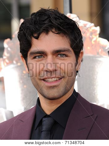 LOS ANGELES - APR 13:  Adrian Grenier arrives to the 2014 MTV Movie Awards  on April 13, 2014 in Los Angeles, CA.