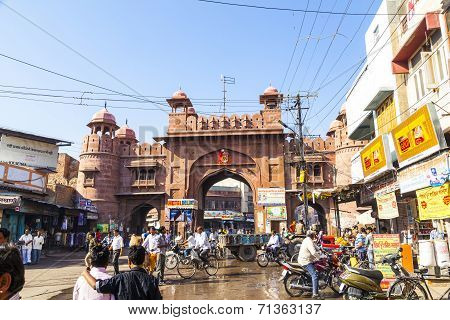 People At The Old City Gate In Bikaner