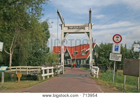 MARKEN BRIDGE 2