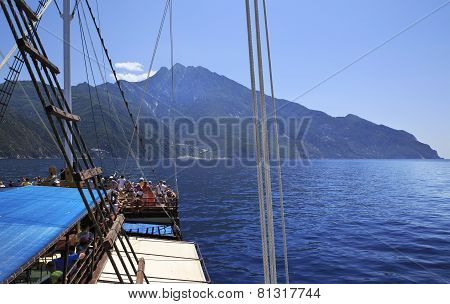 Excursion on a yacht at Mount Athos.