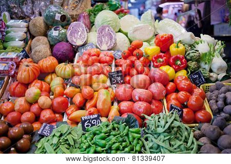 Sale of vegetables and fruit in bowls in the market Bokeria