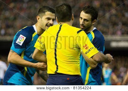 VALENCIA, SPAIN - JANUARY 25: Sevilla players talking to referee during Spanish League match between Valencia CF and Sevilla FC at Mestalla Stadium on January 25, 2015 in Valencia, Spain