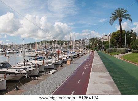 Paseo Maritimo with various walking and biking tracks