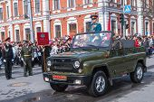 Постер, плакат: General on SUV on parade in Tyumen