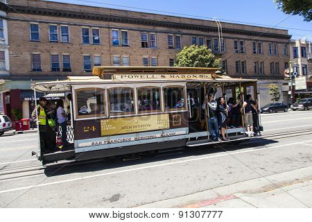 Famous Cable Car Bus  In Powell And Mason Street