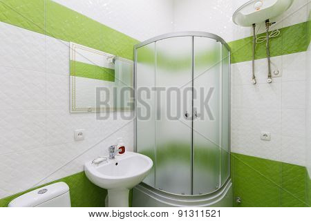 Bathroom in shades of green