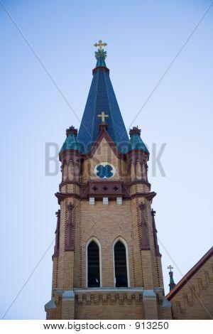 Glockenturm einer kleinen Stadt Kirche