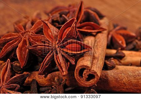 Star Anise, Cinnamon Sticks And Cloves