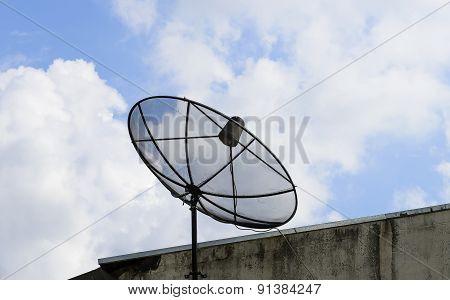 Beautiful   satellite   dish.