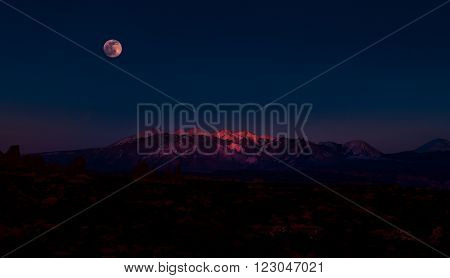 Arches National Park Utah Full Moon Rising above La Sal Mountains Time-lapse 4k