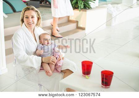 mom spa newbown baby wear white bathrobe drink tisane