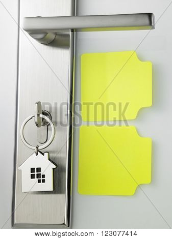 blank empty post it note on the door access