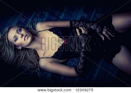 Attraktive liegend Mädchen In Dessous
