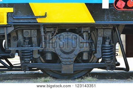 details of railway wheels wagon recondition, yellow colour