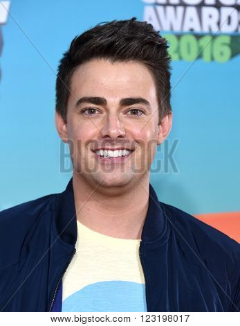 LOS ANGELES - MAR 12:  Jonathan Bennett arrives to the Nickeloden's Kid's Choice Awards 2016  on March 12, 2016 in Hollywood, CA.