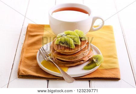 Classical buttermilk pancakes with kiwi on top