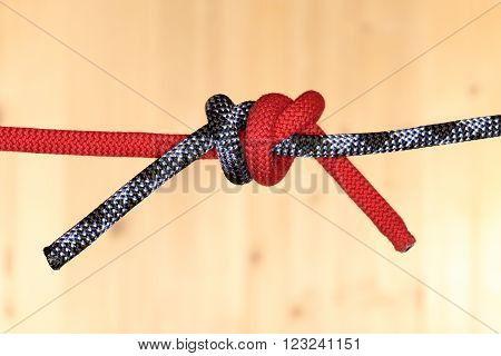 two different ropes with knot in the middle