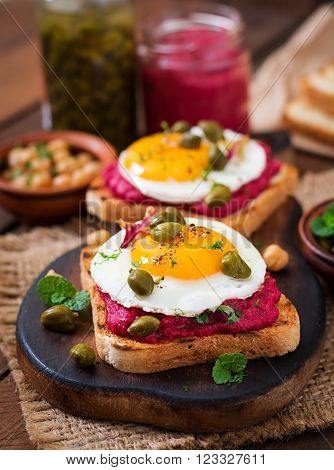 Diet Sandwiches With Beet Root Hummus, Capers And Egg
