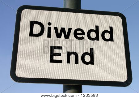 Bilingual, Welsh And English, End (Diwedd) Sign