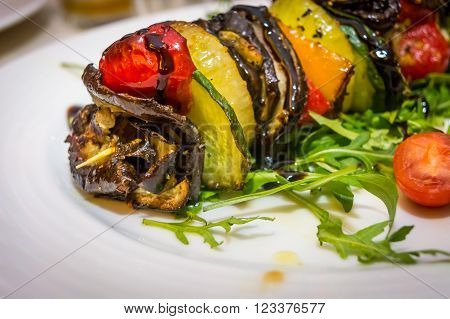 Hot vegetarian shashlik with courgette, aubergine, onion, red pepper and arugula ** Note: Visible grain at 100%, best at smaller sizes
