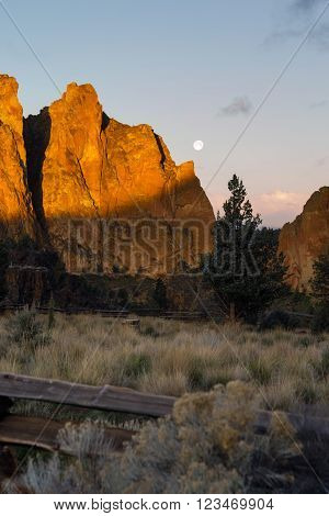 There is beautiful light around Smith Rock and the Crooked River this morning